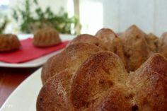 עוגת תפוחים בחושה מעולה, עוגה פשוטה להפליא בלי הקצפות, מערבבים עם כף מכניסים לתנור וכשהריח הנפלא יוצא מהתנור יודעים שיש עוגה לשבת והיא פרווה
