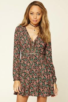 8082c8d2651bf4 A woven dress featuring an allover floral print