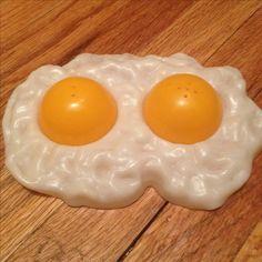 Vintage 1974 over easy egg salt and pepper shaker!