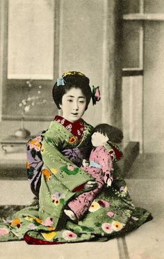 A Maiko holding an Ichimatsu Doll 1910s    Japanese tradition holds that ningyō (human-like dolls) are imbued with a spirit and they have to be disposed of in a purifying ritual when they are no longer wanted.