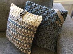 Stoere kussens met kleine sieraccenten. Haaksteken: granietsteek en basket weave. Nodig: dikke wol, haaknaald 10-12 en je fantasie!  Ook te koop (Etsy -Haakmadam) of op verzoek te haken in elke gewenste kleur of dikte!