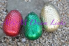 Learn how to make your very own dragon eggs! Tutorial available at: http://www.amdreamlinks.com/tutorials.html