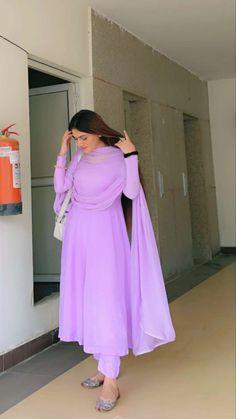 Stylish Dresses For Girls, Modest Dresses, Simple Dresses, Casual Dresses, Casual Indian Fashion, Indian Fashion Dresses, Indian Designer Outfits, Fancy Dress Design, Stylish Dress Designs
