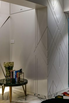 Diagonal patterns etched on the white wall, impart an appeal of dynamism, in the most minimalist fashion.C : Prashant Bhat Wall Cladding Interior, Cladding Design, Brick Interior, Interior Design Photos, Office Interior Design, Interior Walls, Feature Wall Design, Wall Panel Design, Wall Tiles Design