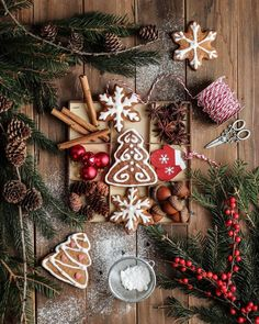 Winter Christmas, Christmas Wreaths, Christmas Decorations, Holiday Decor, Christmas Ideas, Cosy Winter, Flat Lay Photography, Food Photography, Bank Holiday