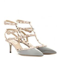 Valentino Rockstud Leather Kitten-Heel Pumps (21 735 UAH) ❤ liked on Polyvore featuring shoes, pumps, grey, valentino pumps, valentino shoes, gray pumps, grey leather pumps and kitten heel pumps