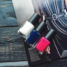 Nails: dark blue and polka dots Dark Nails, My Nails, Simple Pleasures, Pretty Nails, Dark Blue, Polka Dots, Cute Nails, Deep Blue, Belle Nails