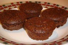 Receitas Low Carb: Bolo de chocolate sem farinha (com ovos, cacau em pó, sucralose, coco ralado, manteiga e fermento).