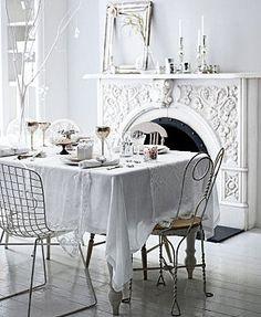 Shabby Chic Decor Ideas for Your Simply Elegant Home White Cottage, Cottage Style, White Fireplace, White Mantel, Fireplace Mantel, White Now, Pure White, Deco Addict, Decoration Originale