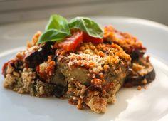 Lasanha de tofu e berinjela Ingredientes: 4 berinjelas médias cortadas em tiras finas; 3 col. de sopa de manjericão picado; azeite de oliva extra virgem; 1