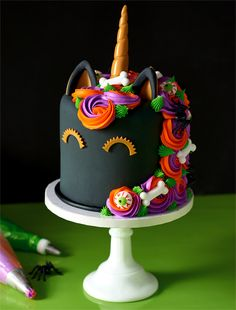 Make Your Own Halloween Wedding Cake Halloween Desserts, Bolo Halloween, Postres Halloween, Halloween Wedding Cakes, Fete Halloween, Halloween Treats, Halloween Unicorn, Halloween Birthday, Pretty Cakes