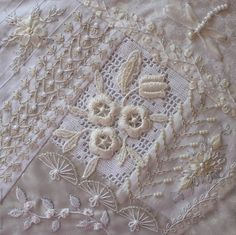 how to do crazy patchwork Silk Ribbon Embroidery, White Embroidery, Embroidery Applique, Embroidery Stitches, Embroidery Patterns, Knit Stitches, Crazy Quilt Stitches, Crazy Quilt Blocks, Crazy Quilting