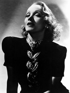 hollywood icons Miss Lindsay Lane: Perfume next to beauty in charm, says Marlene Dietrich Hollywood Icons, Old Hollywood Glamour, Golden Age Of Hollywood, Vintage Glamour, Vintage Hollywood, Vintage Beauty, Classic Hollywood, Old Hollywood Actresses, Classic Actresses