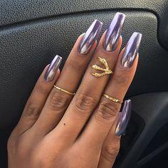 Acrylic Coffin Nails Designs In Summer - Nail Art Connect Sexy Nails, Hot Nails, Nails On Fleek, Hair And Nails, Glam Nails, Purple Chrome Nails, Chrome Nail Art, French Nails Glitter, Metallic Nails
