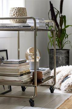 How to Choose Furniture Using Feng Shui Fixer Upper Bedrooms, Fixer Upper Living Room, Condo Living Room, Living Room Decor, Living Rooms, Bar Cart Decor, Nordic Home, Interior Decorating, Interior Design
