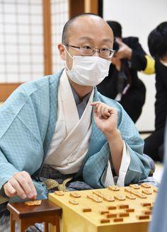 「魔王」渡辺、将棋界頂点に 縁遠かった名人位、36歳でついに - 毎日新聞