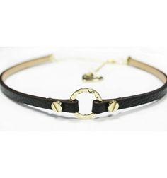 choker cuero negro anillo oro tornillos bueno de primera calidad cuello moda chica 2017 hecho en españa complemento blogueras collar ultima moda invierno 2016