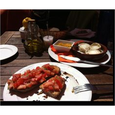Perfect lunch in the sun. Sun Photo, Goat Cheese, Bruschetta, Chutney, Tandoori Chicken, Grilling, Mango, Lunch, Ethnic Recipes
