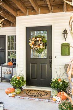 Traditional Fall Porch Decor #falldecor #fallporch #traditionalfalldecor Autumn Decorating, Porch Decorating, Decorating Tips, Traditional Porch, Front Porch Makeover, White Pumpkins, Western Homes, Moroccan Decor, Cheap Home Decor