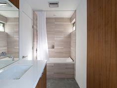 Modern bathroom design idea in a Palo Alto house by Klopf Architecture