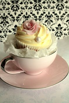 cupcakes in tea cups-not sure when i would use this, but i love it! little girls tea party birthday? Cupcakes Lindos, Bridal Shower Cupcakes, Pretty Cupcakes, Yellow Cupcakes, Elegant Cupcakes, Yummy Cupcakes, Tea Party Birthday, 90th Birthday, Birthday Cupcakes
