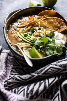 Salsa Verde Chicken and Rice Tortilla Soup + Video. Mexican Food Recipes, Soup Recipes, Dinner Recipes, Healthy Recipes, Ethnic Recipes, Milk Recipes, Healthy Soup, Mexican Desserts, Freezer Recipes