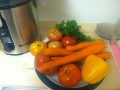 Juice Recipe - 6-8 Small to Medium size Tomatoes - 1 Yellow Pepper - 3 Carrots - Handful of Parsley