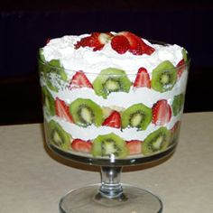 Fruit Trifle (With Variation) Fruit Trifle, Trifle Desserts, Just Desserts, Dessert Recipes, Strawberry Trifle, Gourmet Cooking, Cooking Recipes, Yummy Treats, Sweet Treats
