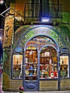 We love shops and shopping - seanmurrayuk.com & www.facebook.com/shoppedinternational