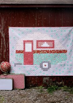In our busy modern world, camping always has a rustic, retro feel to it. Perhaps that's why this Retro Camper Pixel Quilt feels so amazingly nostalgic Quilting Projects, Quilting Designs, Sewing Projects, Quilting Ideas, Star Quilt Patterns, Embroidery Patterns, Sewing Patterns, Summer Quilts, Retro Campers