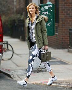Karlie Kloss Just Wore Printed Leggings Like a Pro. #karliekloss #fashionnews