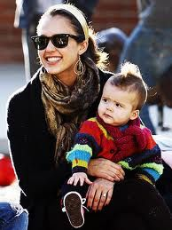 City life - Celeb mom Jessica Alba shows that a touch of rose gold lifts a casual style #iheartmom