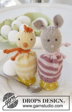 Cute little knitted egg warmers for #Easter by #garnstudio - free pattern on our website!