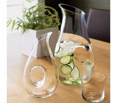 Benefits of Cucumber Water . I always make a small pitcher of this in the morning and it seems to be working in a few ways, I had to try before I pinned this :) Detox Drinks, Healthy Drinks, Healthy Recipes, Stay Healthy, Healthy Foods, Mint Water, Spa Water, Cucumber Water Benefits, Eat To Live