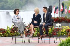 Kelly Ripa and Ryan Seacrest talk with Tatiana Maslany during the production of Live with Kelly and Ryan in Niagara Falls, Ont. on Monday, June 5, 2017. (PHOTO CREDIT: DAVID M. RUSSELL/DISNEY/ABC HOME ENTERTAINMENT AND TV DISTRIBUTION)