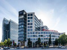 Der Millentorplatz in Hamburg ist der ideale Ausgangspunkt um Hamburgs schönste Ecken zu entdecken. Hier befindet sich die berühmte Reeperbahn und zahlreiche Einkaufsmöglichkeiten.
