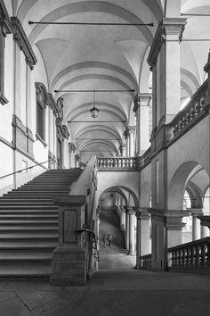 Brera Painting Gallery. Pinacoteca di Brera. Staircase, scalone del cortile. Milano. Fotografia di Max Bonfanti. http://www.maxbonfanti.it/