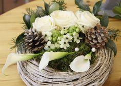 in Haute-Normandie - flowers Christmas Centerpieces, Xmas Decorations, Flower Decorations, Deco Floral, Floral Design, Modern Christmas, Christmas Crafts, Art Floral Noel, Floral Bouquets