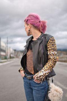 1e1a3b4a53b70 Focused  leopard-sleeved moto jacket