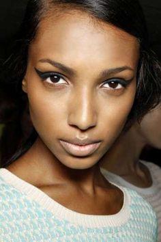 Maquillaje para morenas con ojos marrones