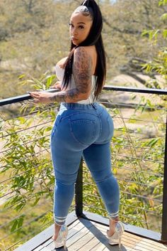 Thick Girls Outfits, Curvy Girl Outfits, Girls Jeans, Sexy Outfits, Sexy Jeans, Vrod Harley, Pernas Sexy, Sexy Women, Thick Girl Fashion