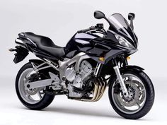 The Yamaha FZ6 incorporates a powerful 4 cylinder and undertail exhaust.