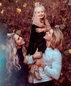 Cole and sav lover Cute Family, Fall Family, Family Goals, Savannah Soutas, Cole And Savannah, Family Outfits, Cute Outfits For Kids, Beautiful Babies, Beautiful Family