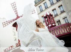 Boda en París, Moulin Rouge, Postboda en París, fotógrafos de boda, Bodas Murcia, fotos de boda diferentes.  www.silviaferrer.com