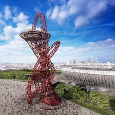 Torre ArcelorMittal Orbit é inaugurada ao lado de estádio olímpico em Londres. Escultura de Anish Kapoor foi feita com 63% de aço reciclado e é maior que a estátua da Liberdade.