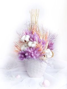 beautiful flowers for living room table Diy Flowers, Flowers In Hair, Yellow Flowers, Flower Decorations, Paper Flowers, Wedding Flowers, Small Flowers, Dried Flower Arrangements, Dried Flower Bouquet