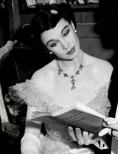 Vivien Leigh in costume for The Doctor's Dilemma, 1941.