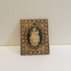 Made of sturdy resin, this doorbell is quite unique. Molded from an old belt buckle and decorated with a lovely cameo as the push button. Doorbells, Belt Buckles, Bookends, Etsy Shop, Unique, Design, Decor, Decoration, Belt Buckle