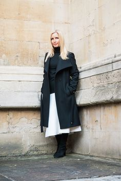 How to wear a white skirt in winter. Faux Fur Cropped Jacket, Weekend In London, Spaghetti Strap Top, Winter Skirt, Polo Neck, Valentino Rockstud, Wool Skirts, Elegant Outfit, White Shirts