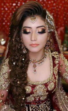 48 Stylish Wedding Hairstyle Ideas For Indian Bride - rabia - Modes Pakistani Bridal Hairstyles, Bridal Hairstyle Indian Wedding, Pakistani Bridal Makeup, Indian Wedding Makeup, Bride Hairstyles, Hairstyle Ideas, Hairstyle Tutorials, Bridal Poses, Bridal Photoshoot